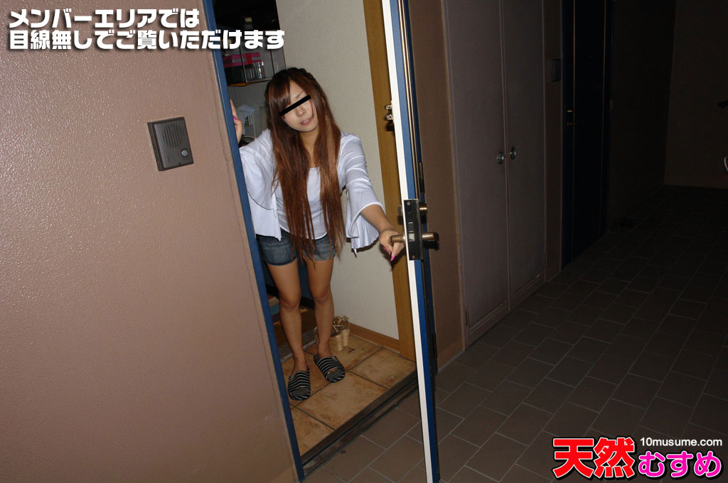 ひとり暮らしの女の子のお部屋拝見 ~自宅でTバックをはく娘~